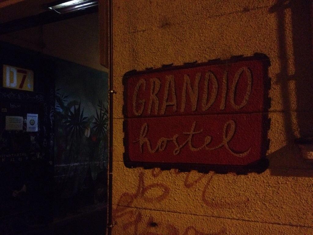 entree du grandio hostel es bar