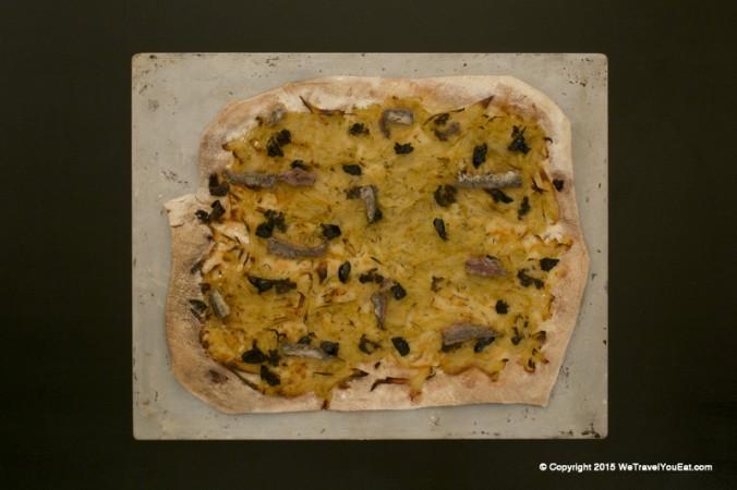 pissaladière extra fine, galette, pizza, anchois, nice, cote d'azur, specialité, olives, tapenande, apéritif, apéro, entrée, croquante, facile